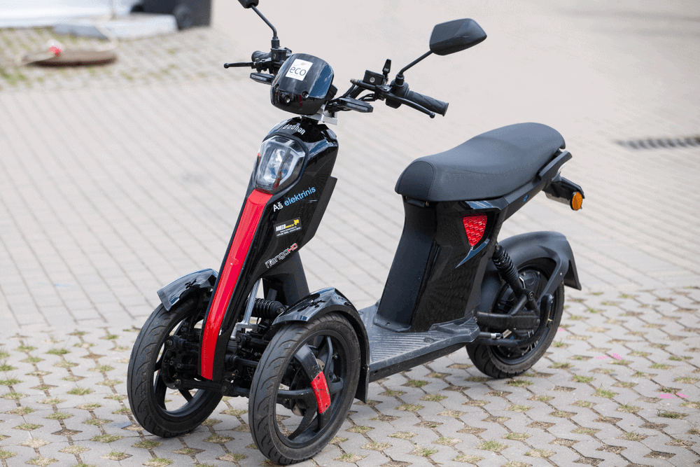 three wheel electric scooters
